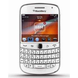 BlackBerry Bold 9900 (белый) :::