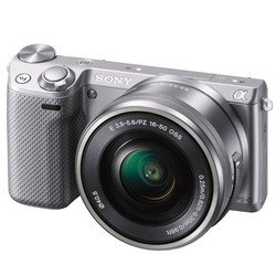 Sony Alpha NEX-5T Kit (�����������)