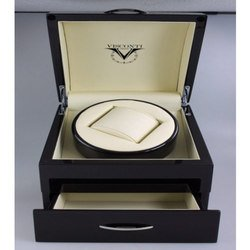 Шкатулка для часов с подзаводом Visconti Watch Winder для часов с механизмом W101