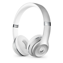 Beats Solo3 (MNEQ2EE/A) (серебристый) - НаушникиНаушники и Bluetooth-гарнитуры<br>Bluetooth-наушники с микрофоном, накладные, закрытые, время работы 40 ч, чувствительность 110 дБ, импеданс 32 Ом, активное шумоподавление.