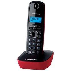 Panasonic KX-TG1611RUR (черно-красный) - РадиотелефонРадиотелефоны<br>Panasonic KX-TG1611 - комплект из базы и трубки, стандарт DECT, определитель номеров (АОН/Caller ID), аккумуляторы: AAAx2, монохромный дисплей на трубке