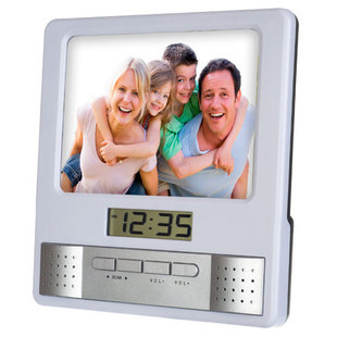 Часы Perfeo Foto PF-S6005 (серебристый) - ЧасыЧасы настольные и каминные<br>Часы электронные с радио и фоторамкой, 2xAAA (в комплект не входят), 155x155x20 мм