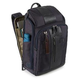 Рюкзак Piquadro Brief CA4443BR/TM (темно-коричневый) - Сумка для ноутбукаСумки и чехлы<br>Материал: кожа натуральная и ткань, отделение для ноутбука, диагональ ноутбука до: 14quot;, отделение для планшета, карман для зонта, карман для бутылки.