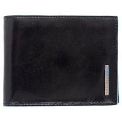 Портмоне Piquadro PU1240B2/N (черный) - КожаКожа<br>Мужское портмоне, складывается пополам. В задней части расположены два отделения для купюр, в центральной – отдел для банковских/визитных карт, дополнительный карман с окошком, внутренний карман и монетница на кнопке.